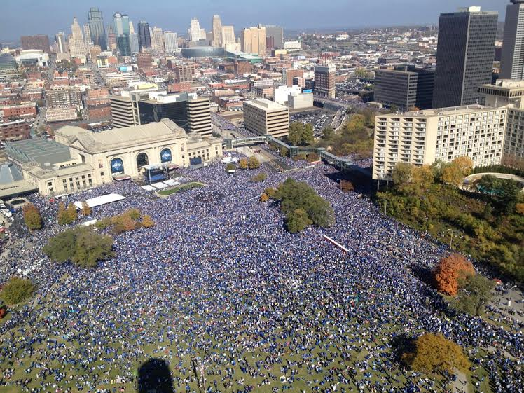 Kansas City Royals World Series celebration at Union Station.While the 2.3 mile-long parade route to celebrate the Kansas City Royals' World Championship team technically began at noon, revelers from near and far began heading downtown early in the morning on Tuesday. Looking down from Liberty Memorial, the crowd gathers at Union Station in advance of the Royal Celebration. (Photo: Amanda Krenos | KCPT)