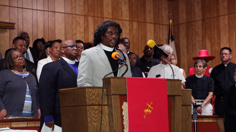 A man addresses a congregation