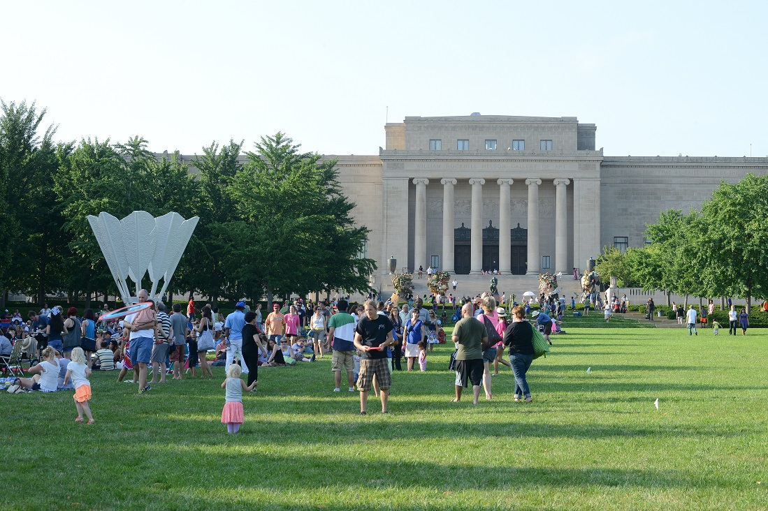 Families enjoying the afternoon on the museum's lawn.