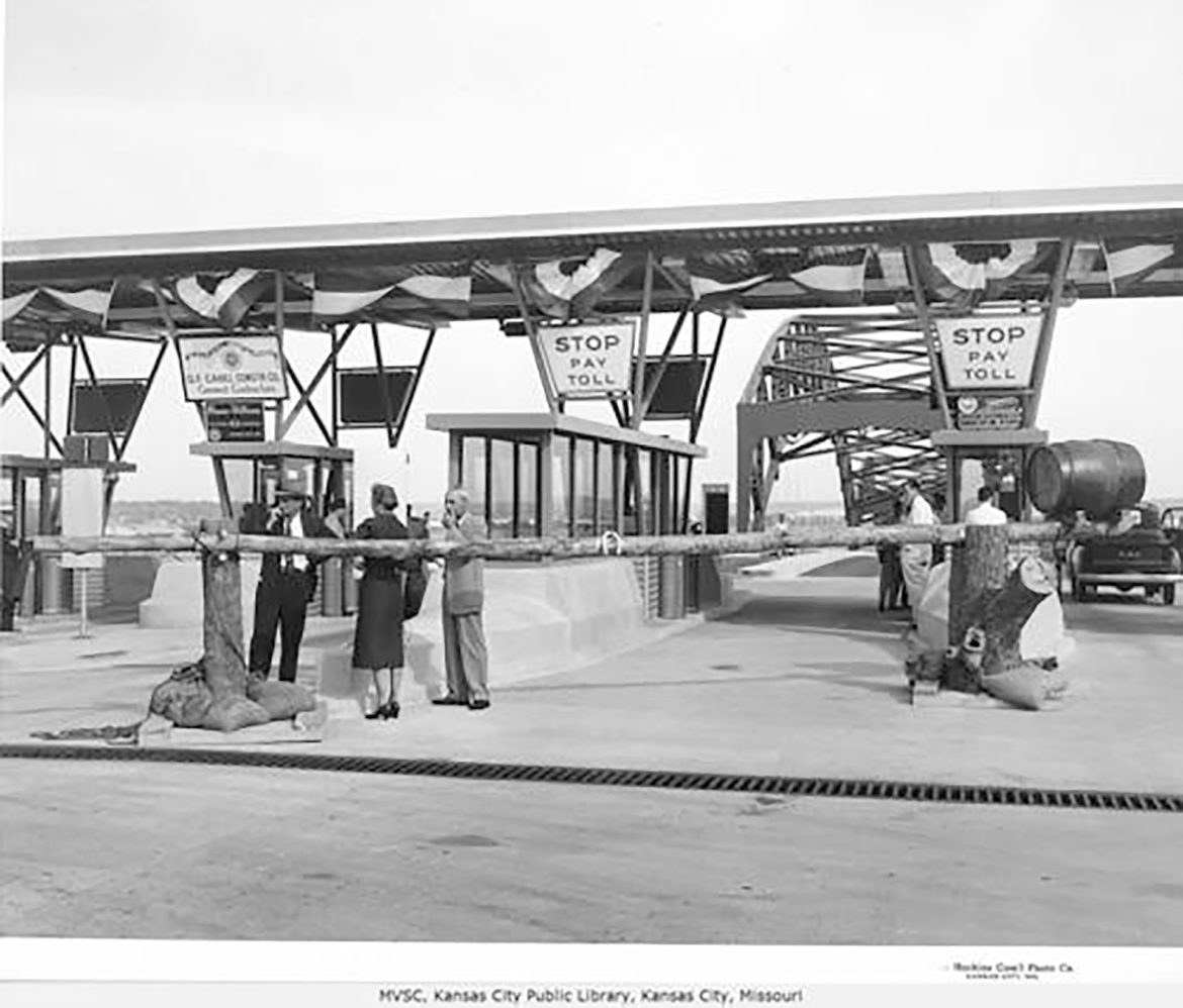 photo of the broadway bridge at its dedication in 1956