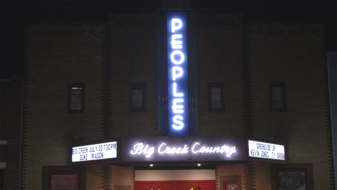 Picture of Peoples Theater in Pleasant Hill, Missouri.