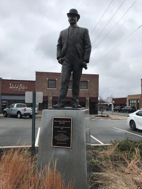 Statue of Overland Park founder William Strang, Jr.