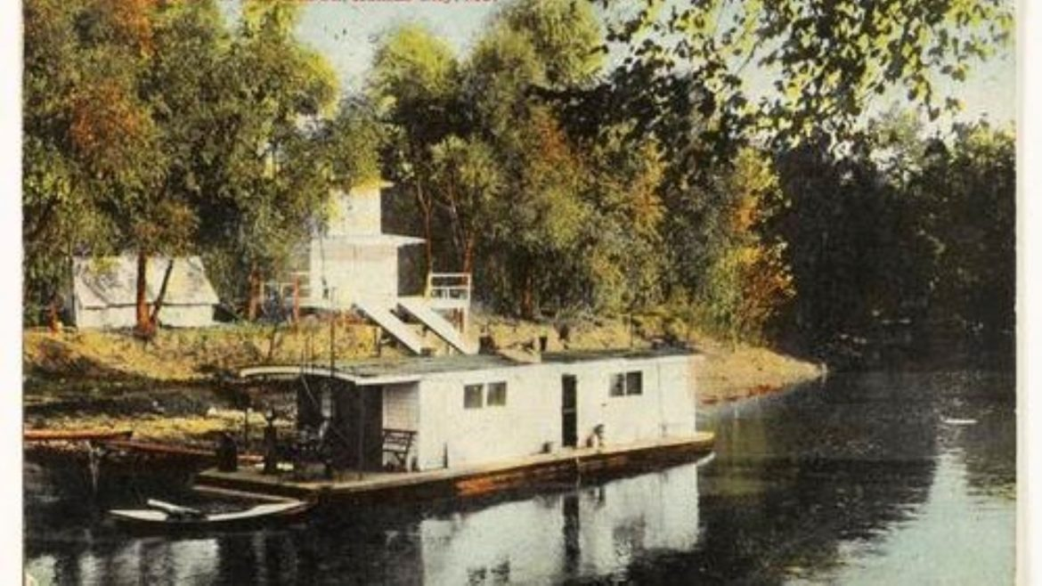 Houseboat on the Blue River
