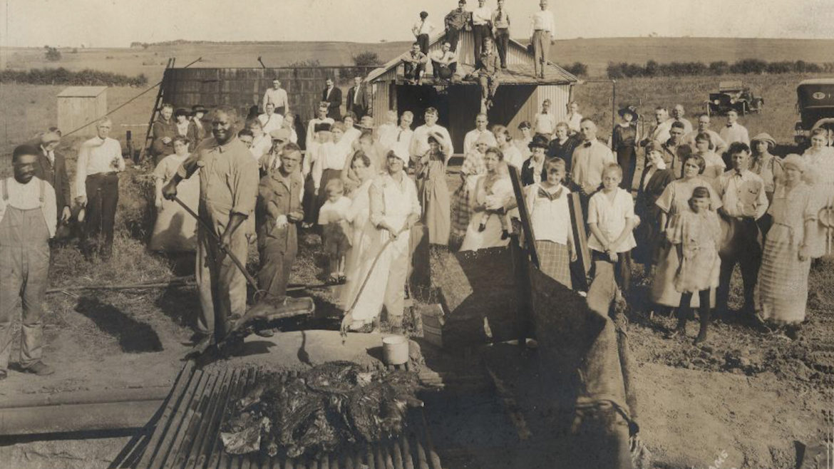 Black barbecue pit masters in Linn County, Kansas, in 1916.