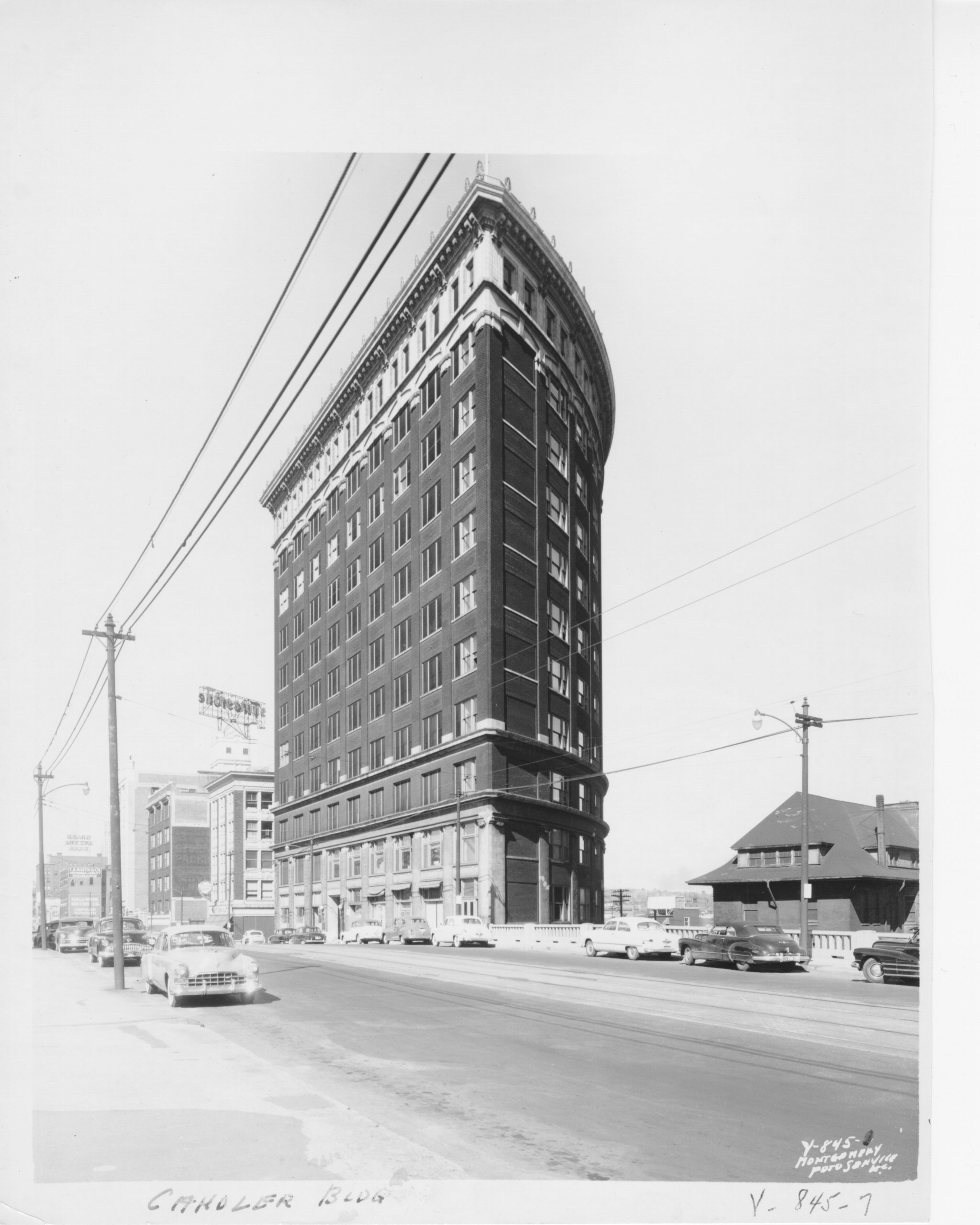 A closer view of the pie-shaped building. (Kansas City Public Library | Missouri Valley Special Collections)