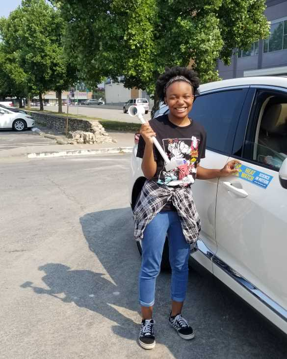 Chaumila Burnam, 15, who rode with Cleotis and Brenette Wilder during the heat-mapping study, happily removed the data-gathering sensor after the 75-minute route through the streets of Kansas City.